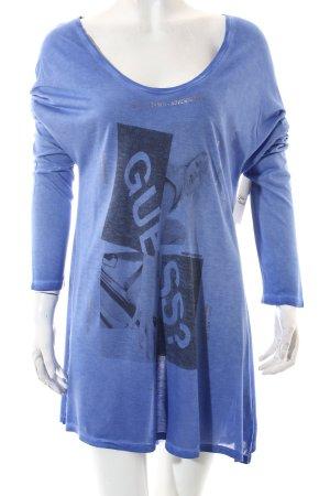 Guess Camisa larga azul look casual