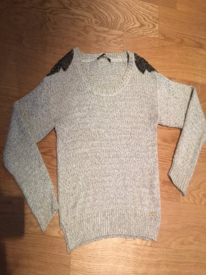 Guess Pullover mit Schulterapplikation