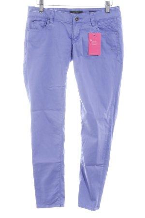 Guess Pantalón de tubo lila look casual