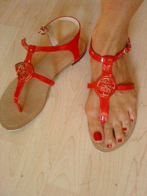 Guess Sandalias de tiras rojo-color oro Imitación de cuero