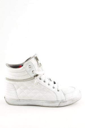 Guess Lace-Up Sneaker white quilting pattern casual look