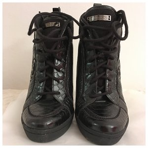 Guess Schuh, unheimlich lässiger Schick, schwarz