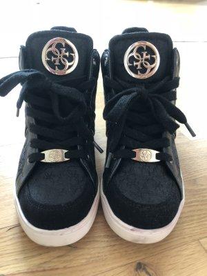 Guess Zapatos brogue negro-color oro