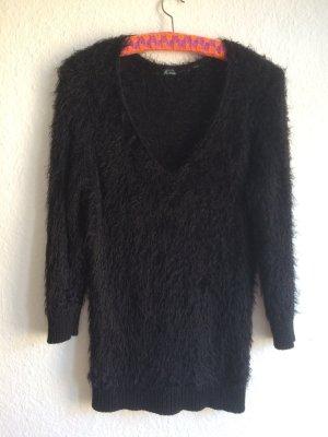GUESS schwarzer Strickpullover aus weicher Zottelwolle