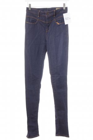 Guess Vaquero skinny carmín-azul oscuro degradado de color look casual