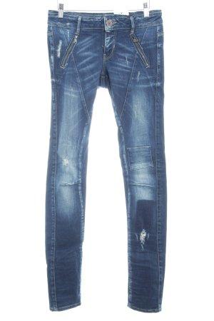 Guess Slim Jeans blau Farbverlauf Street-Fashion-Look