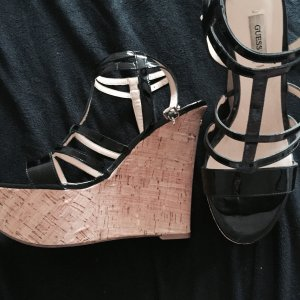 GUESS Sommer Sandalen mit Keilabsatz