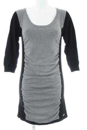 Guess Vestido tejido negro-gris look casual