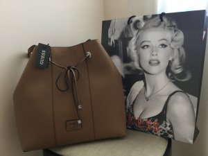 GUESS Tasche in cognac