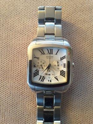 Guess Uhr im schicken puristischen Design