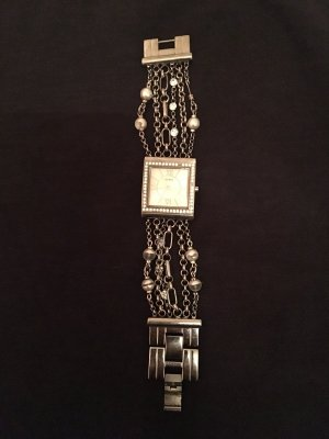 Guess Uhr mit Armband Funktion