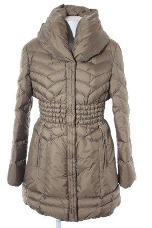 Guess Chaqueta de invierno marrón grisáceo look casual
