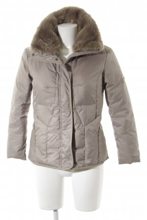 Guess Chaqueta de invierno marrón grisáceo look casual