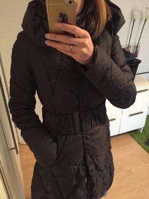 Guess Abrigo de invierno taupe estampado acolchado look casual