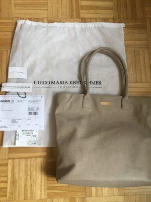 Guido Maria Kretschmer Shopper in Lederoptik mit Metall-Logo - Sand