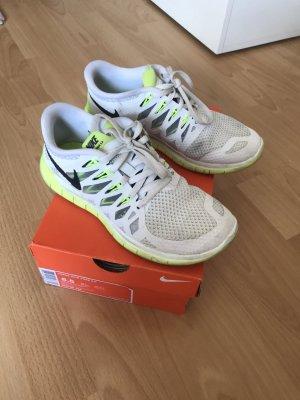 Gut erhaltene Nike free Grösse 37,5