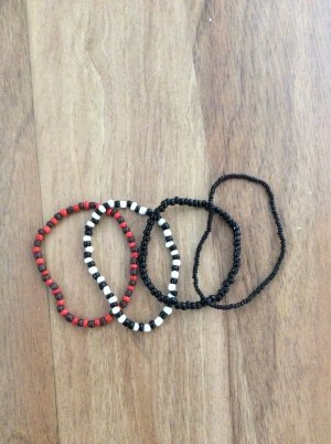 H&M 4er Set Perlenarmbänder, schwarz, schwarz/weiß, rot