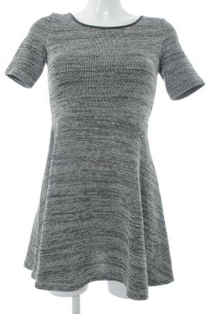 H&M A-Linien Kleid schwarz-weiß Webmuster Casual-Look