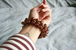 H&M Armband aus kupferfarbenen Perlen