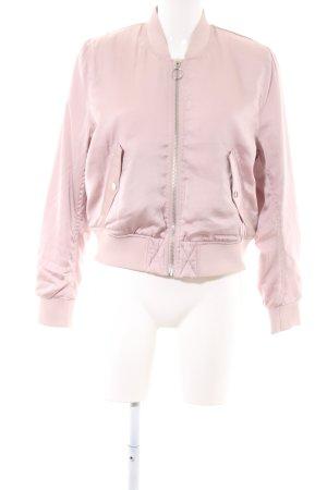 H&M Blusón rosa look casual