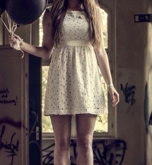 H&M Blumen Lochmuster Mini Kleid
