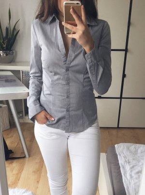H&M Bluse Business Hemdbluse klassisch Gr. 34 grau leicht schimmernd