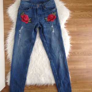 H&M Boyfriend Jeans Blumen Rosen Stickerei 34 XS Destroyed Used Blogger