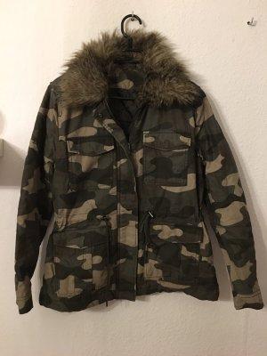 H&M Camouflagejacke mit Fellkragen Gr.42
