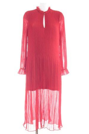 H&M Vestido de chifón rojo look casual