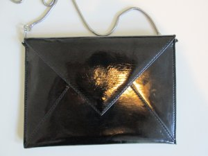 H&M Clutch in Lacklederoptik