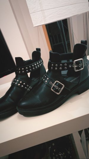 H&M cut out Boots