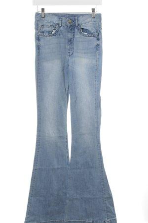 H&M Divided Boot Cut Jeans hellblau Street-Fashion-Look