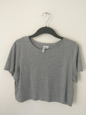 H&M Divided geripptes cropped Shirt grau