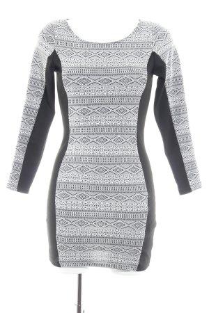 H&M Divided Jerseykleid schwarz-weiß Ikatmuster Casual-Look
