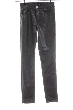 H&M Divided Pantalón de cuero negro look casual