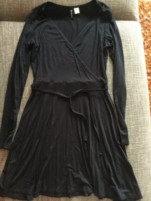 H&M Divided Wickelkleid in schwarz