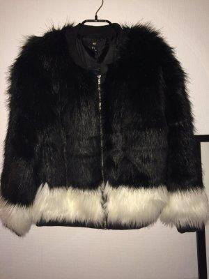 H&M Fake Fur Jacke in schwarz/weiß
