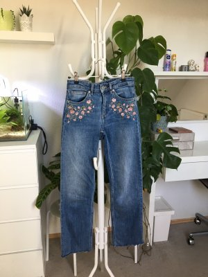 H&M Flared Highwaist Jeans mit Blumenstickerei XS/34