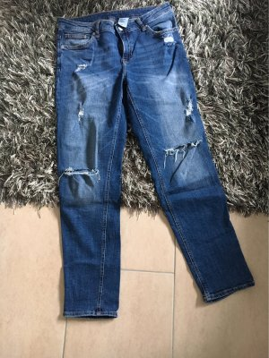 H&M Girlfriend Jeans
