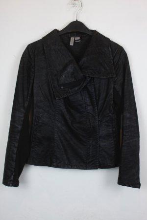 H&M Jacke Gr. 34 schwarz mit Schlangenhautoptik (18/4/363)