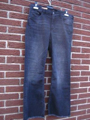 H & M Jeans ganz dunkles Blau  Größe 44  NEU