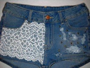 H&M Jeans Hot Pants Shorts kurze Hose blau Spitze Blüten weiß Nieten S M 36 38