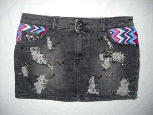 H&M Jeans Rock Minirock dunkelgrau destroyed Ethno Aztek Nieten silber 36 38 S M