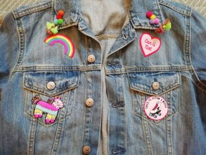 H&M Jeansjacke Jeans denim Customized Patches Aufnäher Applikation 38