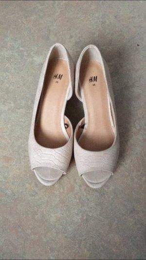 h&M Keil Absatz Schuhe. In der Farbe Puderrosa
