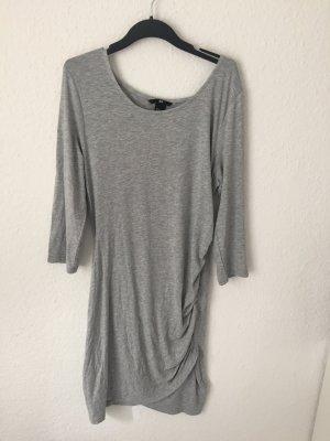 H&M Kleid in Wickeloptik Grau