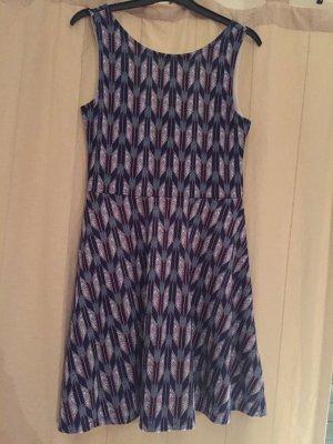 H&M Kleid mit Aztekenmuster