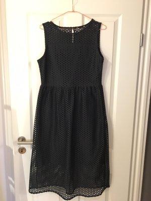 H&M Kleid mit Lasercut-Optik in dunklem tannengrün
