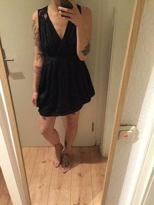 H&M Kleid mit Spitze und tiefem Ausschnitt