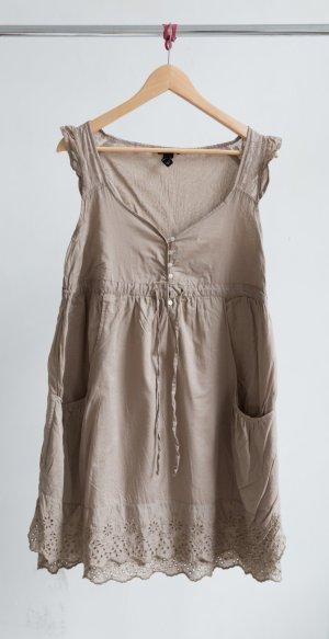 H&M Kleid mit Stickerei & Taschen